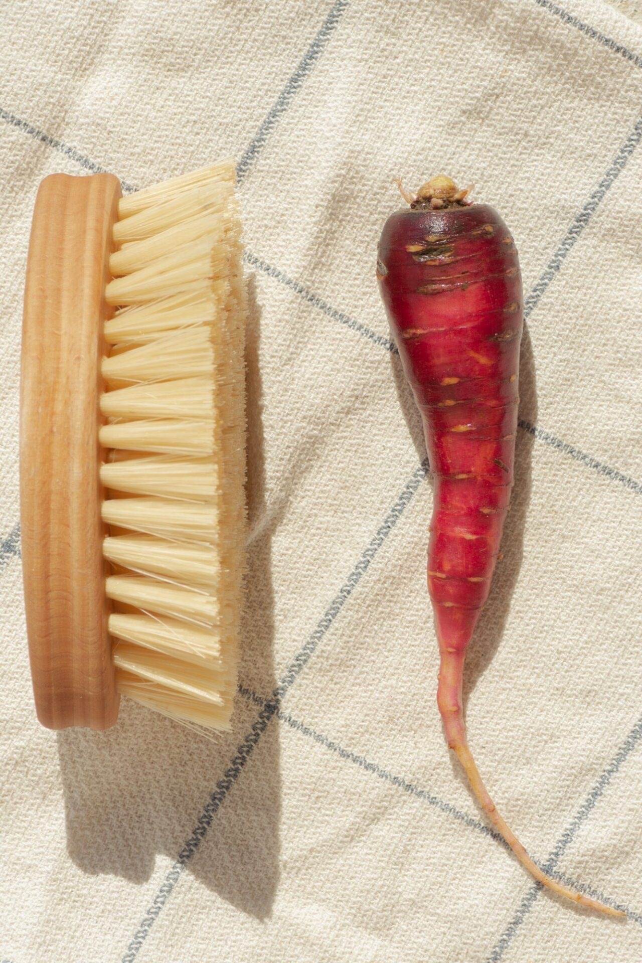 Sustainable plant-based compostable veggie brush oval shaped for cleaning your veggies zero-waste